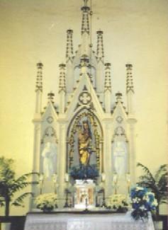 Ołtarz w kościele parafialnym w Baćkowicach